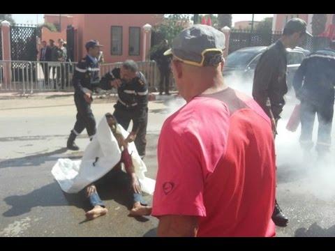 لحظة محاولة احراق مواطن نفسه بمدينة العيون