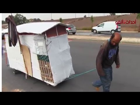 مغربي يسكن في عربة مجرورة في الشارع