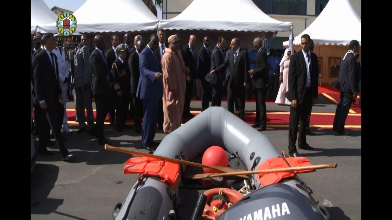 """الملك محمد السادس يسلم السنغال هبة على شكل 12 """"زُوديَاك"""""""