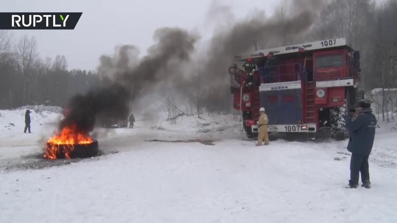 سيارة إطفاء ضخمة تشارك في تدريبات في روسيا