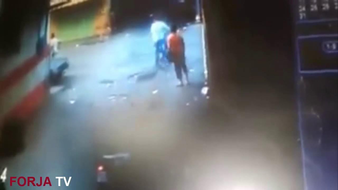 """خطير…. بسلا مشرمل يهاجم أربع رجال شرطة """" صقور"""" بسيف ويصيب أحدهم في ساقه"""