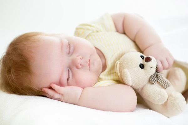 قلة النوم تعوق نمو عقول الأطفال