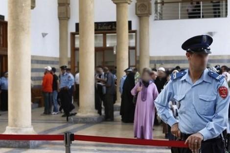 """غريب: عسكري سابق """"صدر الاسلام المغربي"""" يطالب بإبعاد محاميته عن قفص اتهامه ومحاكمته شرعيا  بسلا"""