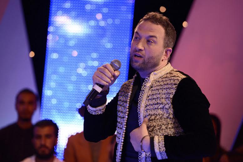 رياض العمر يبعث برسالة حب للملك محمد السادس ويغني الصحرا ديالنا