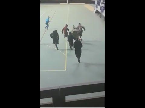 شاهد فقط في المغرب كرة القدم تلعب بالجلباب المغربية التقليدية