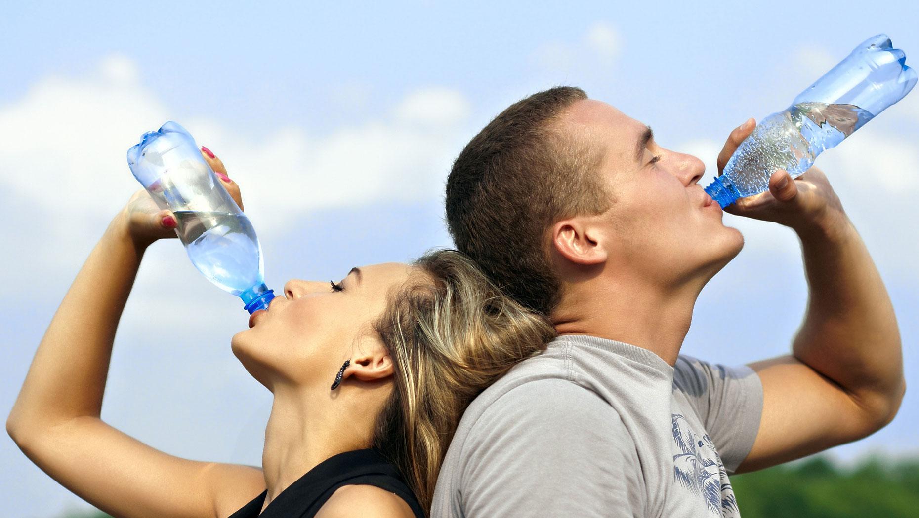 لا تفرط في شرب الماء.. لهذا السبب…