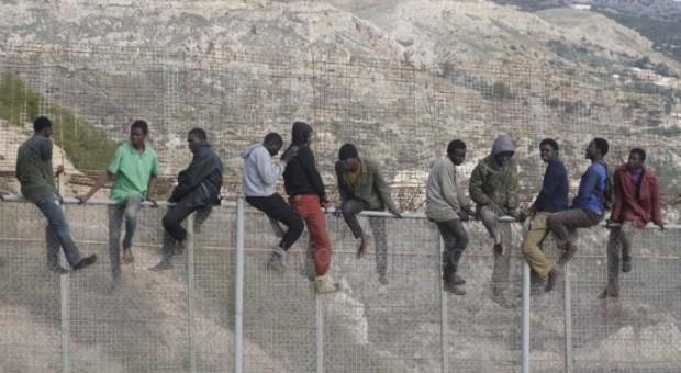 الفنيدق: إحباط محاولة اقتحام جماعي ل400 مهاجر سري إفريقي لسبتة …مع اصابة 20فرد من القوات العمومية